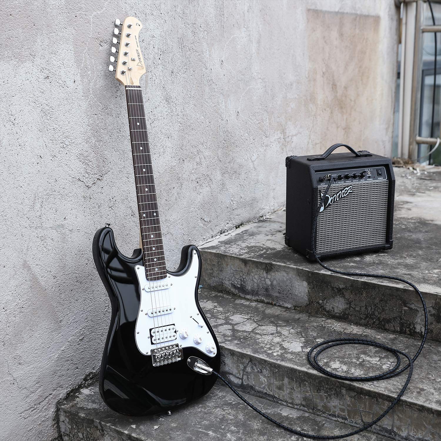 Donner DST-1B Black Electric Guitar & Amp that comes with it